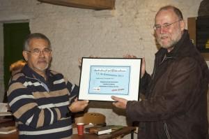V.l.n.r.: Peter Tergau(voorzitter) en Herman Kaptein (laureaaat)